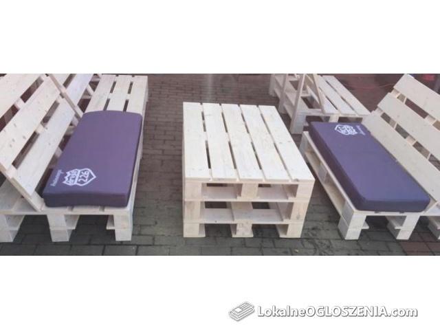 Meble ogrodowe z drewna z poduszkami z indywidualnym zadrukiem