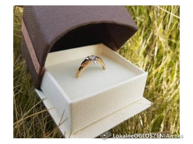 Pierścionek białe złoto z diamentem