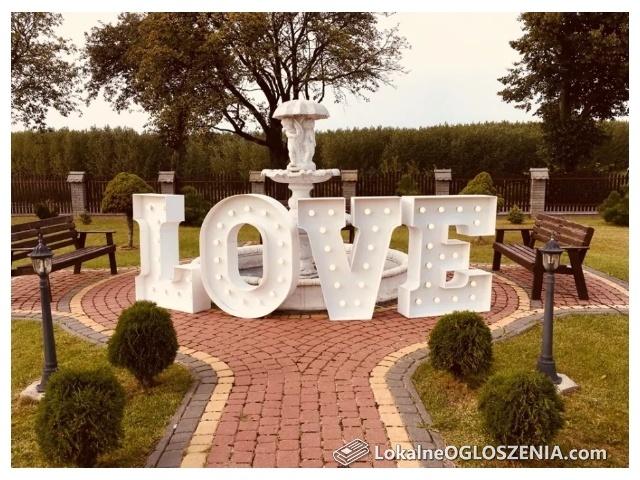 Napis LOVE, MIŁOŚĆ, inicjały - dekoracje