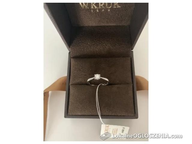 Złoty pierścionek z brylantem W.KRUK