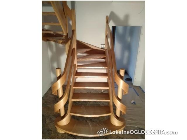 Schody drewniane,gięte,okładkowe,samonośne inox, białe elementy, kute