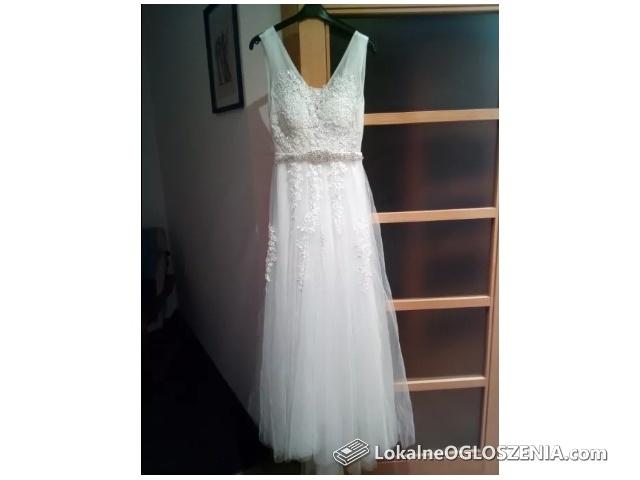 Biała suknia ślubna wiązana tiul